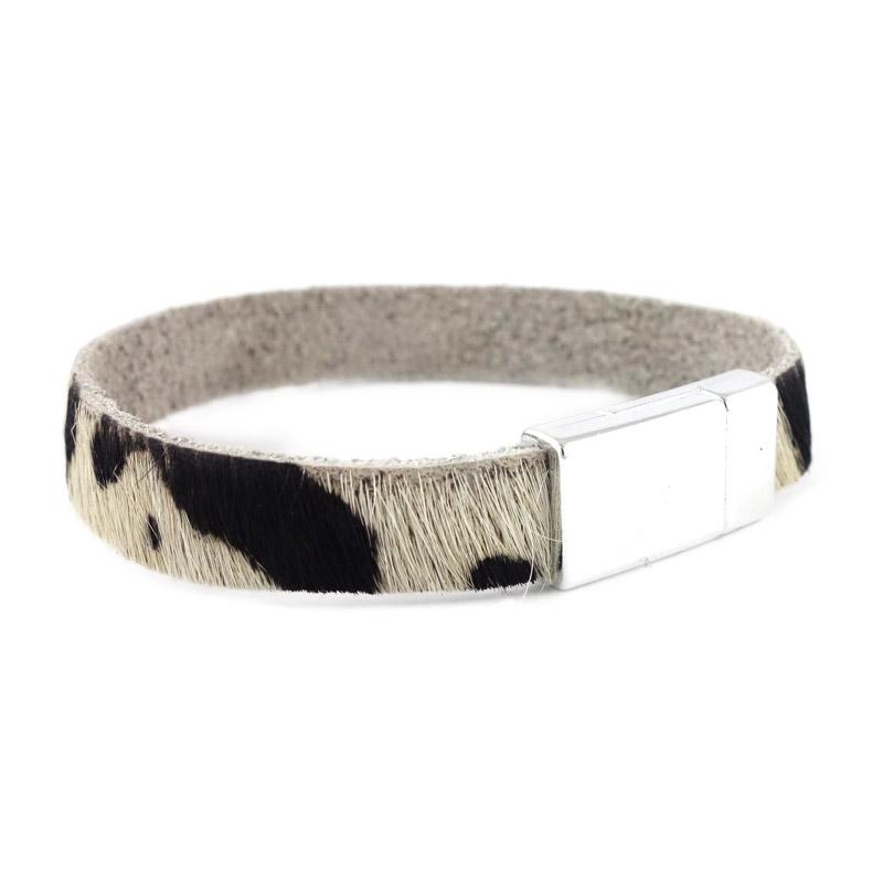 leren armband kleur zwart wit detail