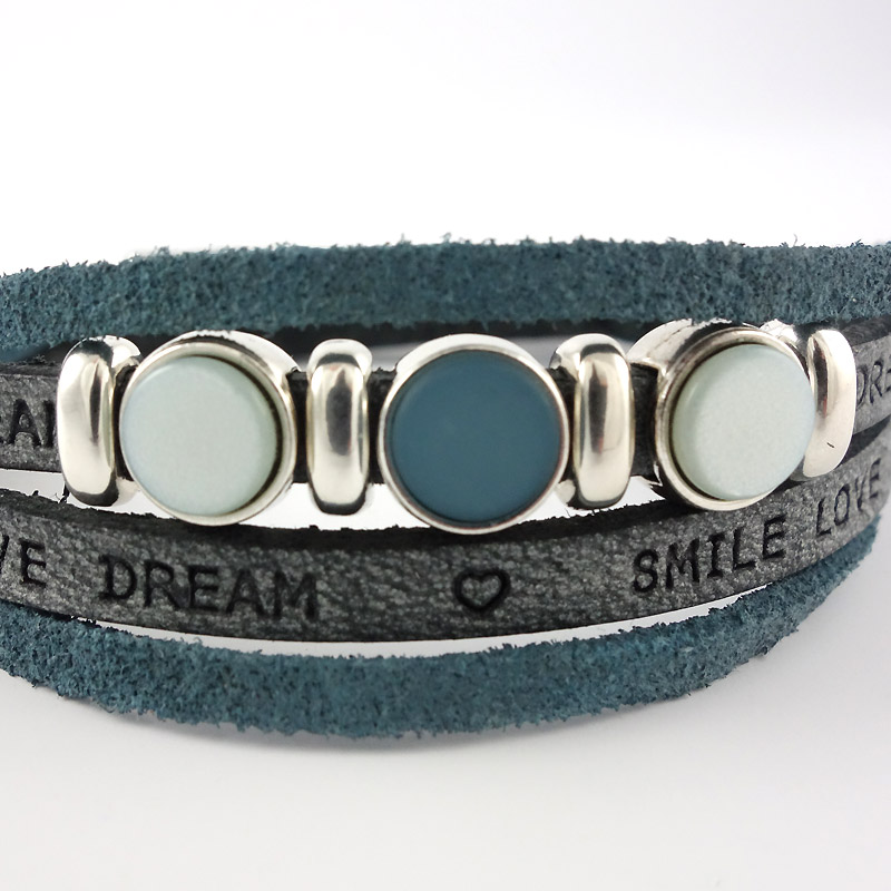 Leren armband smile-love-dream blue detail