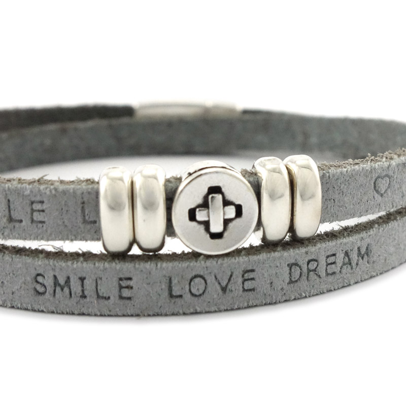 Leren armband met eigen tekst grey detail
