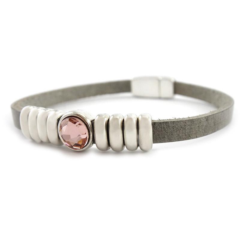 Leren armband lichtgrijs puntsteen roze detail